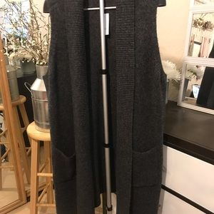💡Grey loft sleeveless sweater duster